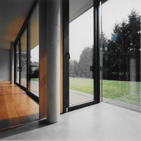 Casa Rota: Cucina in stile in stile Moderno di Garbarino Rusin Architects