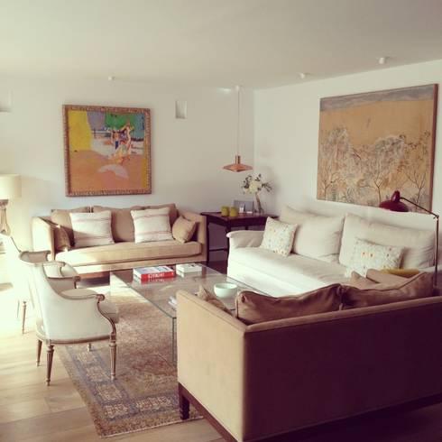 Salón: Salones de estilo  de Vade Studio SC
