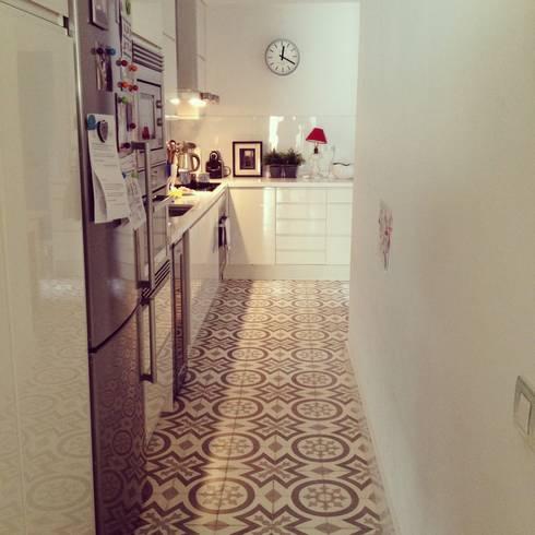 Cocina: Paredes y suelos de estilo  de Vade Studio SC