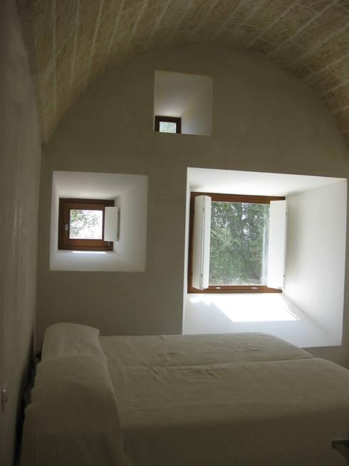 Casa al Mare, 2009: Camera da letto in stile  di MFA Architects
