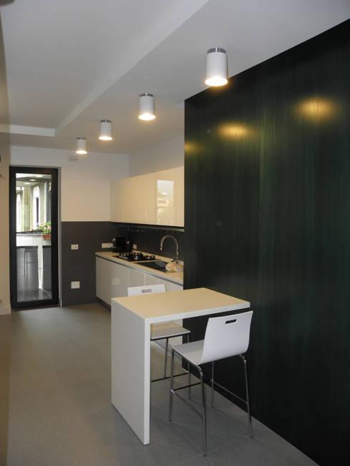 Appartamento_V: Cucina in stile in stile Moderno di LMarchitects
