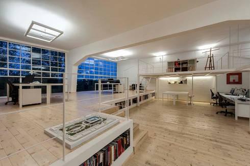 Studio Loft: Studio in stile  di StudioKami Architecture & Engineering