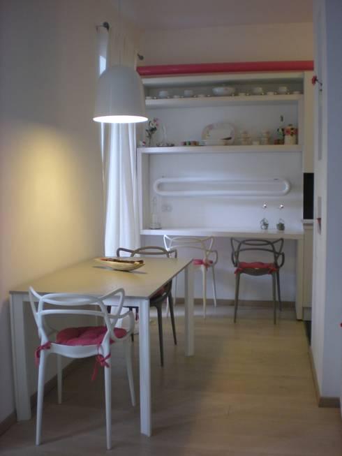 _Zona pranzo: Case in stile in stile Moderno di Idealarchitecture