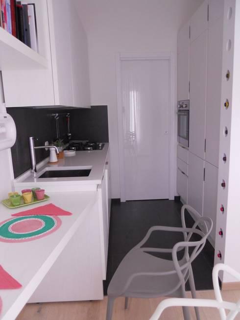 _Cucina: Case in stile in stile Moderno di Idealarchitecture