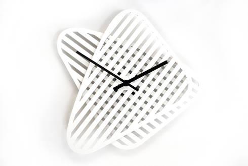 Sophie, orologio da muro: Casa in stile  di Mehdi Pour design studio