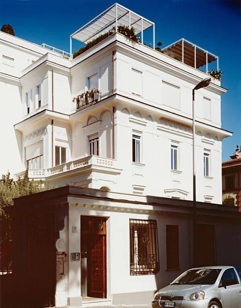 Villino liberty: Case in stile in stile Moderno di -SCAPE