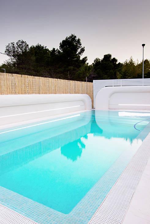 moderner Pool von Chiralt Arquitectos