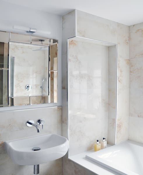 Traditional Main Bathroom Design: classic Bathroom by Studio TO