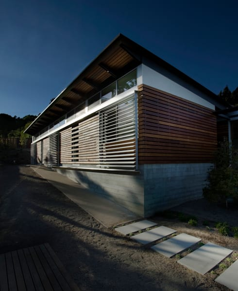 Tiburon House: Case in stile in stile Moderno di Andrea Ponsi architetto
