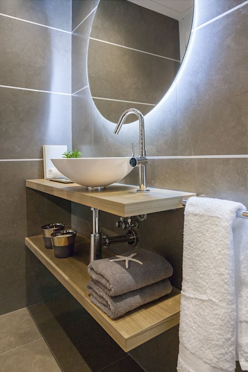 Bagno in stile in stile Minimalista di URBANA 15