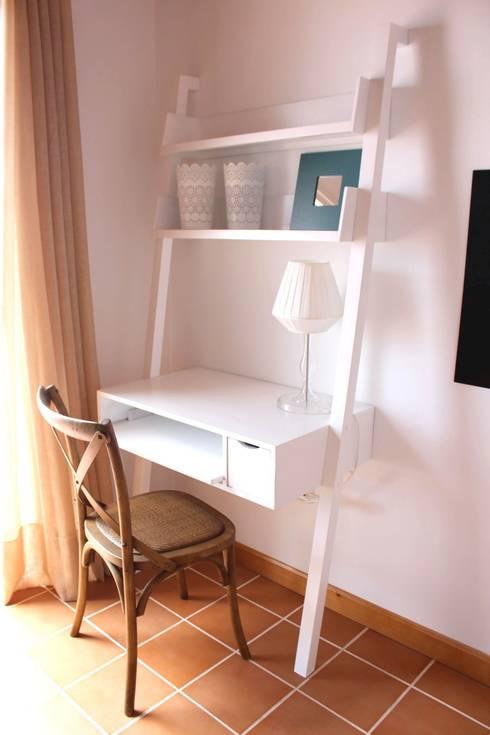 Studio in stile in stile Mediterraneo di Tatiana Doria,   Diseño de interiores