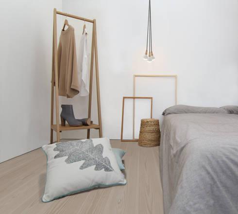 Clapham Common Flat 2: scandinavian Bedroom by YAM Studios