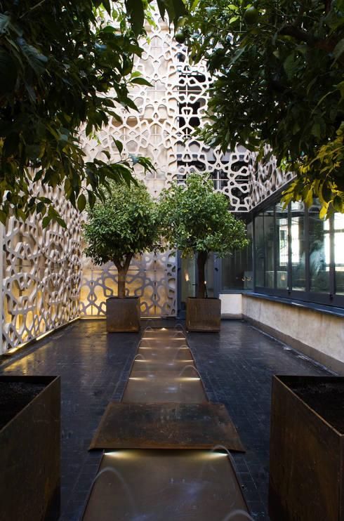 Hotel EME en Sevilla, España: Terrazas de estilo  de Donaire Arquitectos