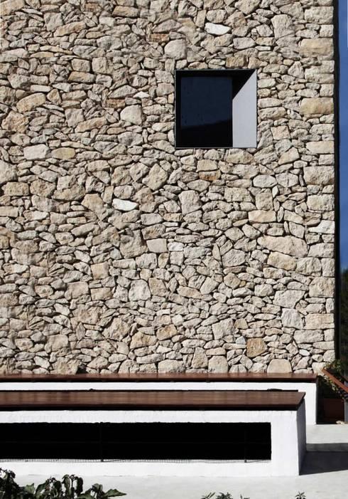 Refugio de montaña:  de estilo  de Borja Garcia Studio