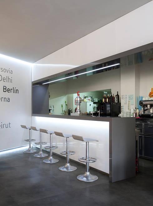 Cafeteria Capital: Bares y Clubs de estilo  de Binomio Estudio