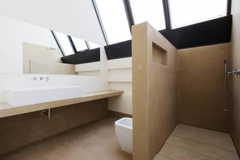 loft n° 5: Bagno in stile in stile Industriale di roberto murgia architetto