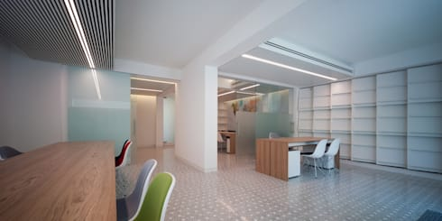 Agenzia Viaggi OVV: Negozi & Locali commerciali in stile  di Giorgio Pettenò Architetti