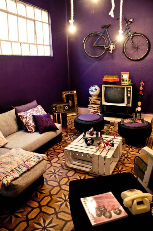 Sala: Salas de estilo  por amiko espacios