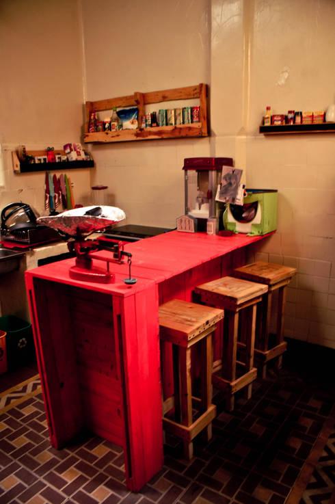 Cocinas de estilo ecléctico por amiko espacios