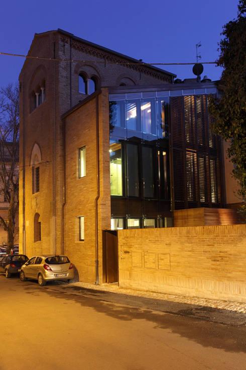 Casas modernas por Cumo Mori Roversi Architetti
