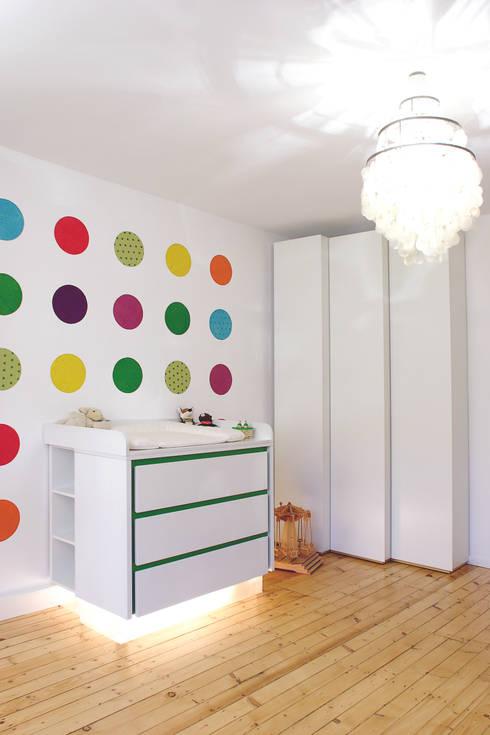 """Designwickelkommode Ilu """"Made by Tricform"""": moderne Kinderzimmer von tricform"""