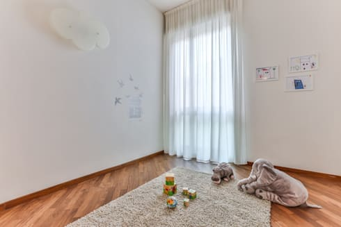 DA VUOTO A… STAGED!: Stanza dei bambini in stile in stile Classico di Bologna Home Staging