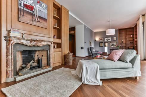 DA VUOTO A… STAGED!: Soggiorno in stile in stile Classico di Bologna Home Staging
