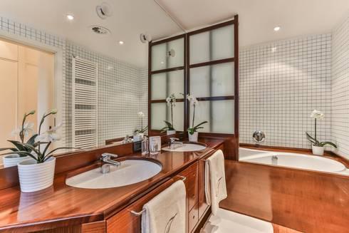 DA VUOTO A… STAGED!: Bagno in stile in stile classico di Bologna Home Staging