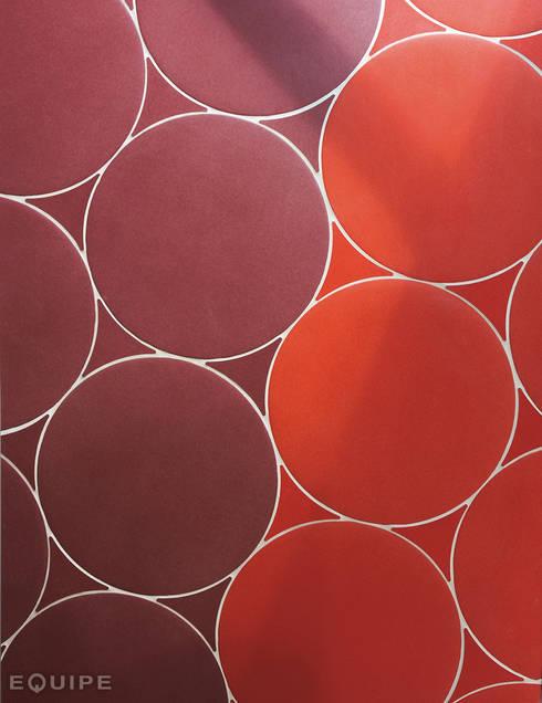 Sfera, Circular floor tile. Beach Promenade Benidorm: Paredes y suelos de estilo  de Equipe Ceramicas