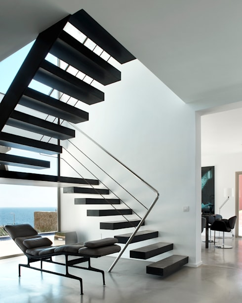 Casa en Andratx: Pasillos y vestíbulos de estilo  de Octavio Mestre Arquitectos
