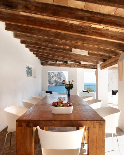 Casa en Andratx: Comedores de estilo minimalista de Octavio Mestre Arquitectos