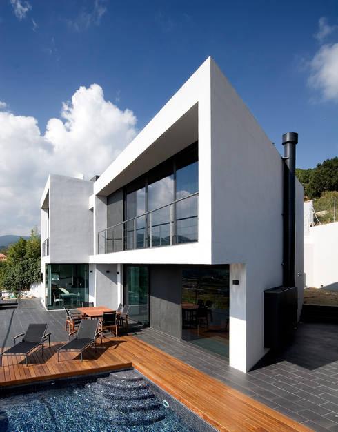Casa en Pineda de Mar: Casas de estilo  de Octavio Mestre Arquitectos