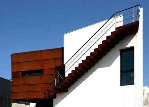 Vivienda en Sant Cugat: Casas de estilo  de Octavio Mestre Arquitectos