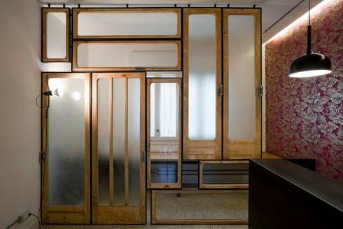 ALB: Studio in stile  di ANK architects