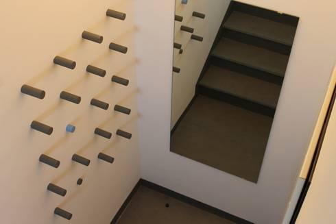 hand made: Ingresso, Corridoio & Scale in stile in stile Moderno di VALENTINA BONANDIN STUDIO TECNICO