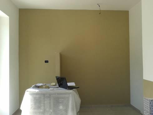 cucina rinnovata e mobili di recupero: Cucina in stile in stile Rustico di VALENTINA BONANDIN STUDIO TECNICO