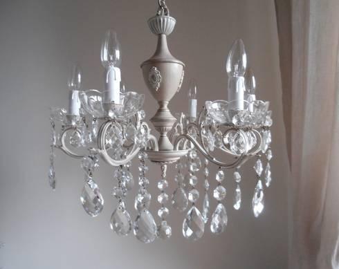 FIRENZE splendido e unico lampadario Milan Chic Chandeliers 6 bracci, vintage italiano anni 50, shabby chic: Soggiorno in stile in stile Eclettico di Milan Chic Chandeliers
