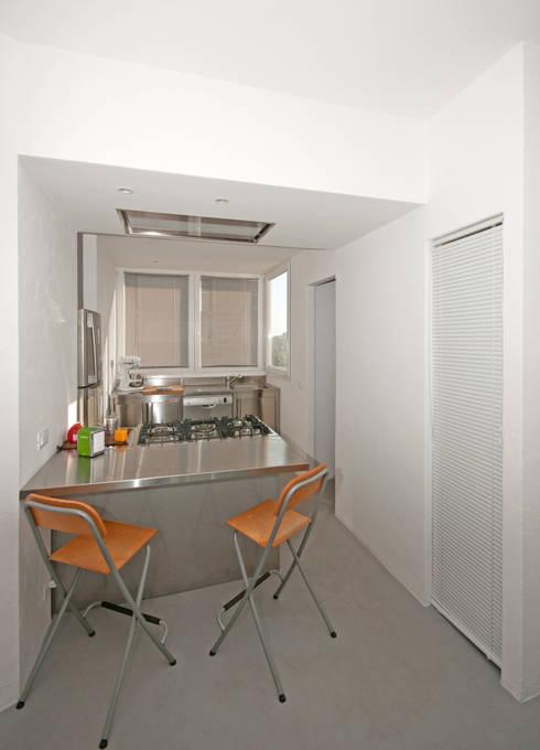 Ristrutturazione di un appartamento in Roma – 70 mq: Cucina in stile  di Fabiola Ferrarello architetto