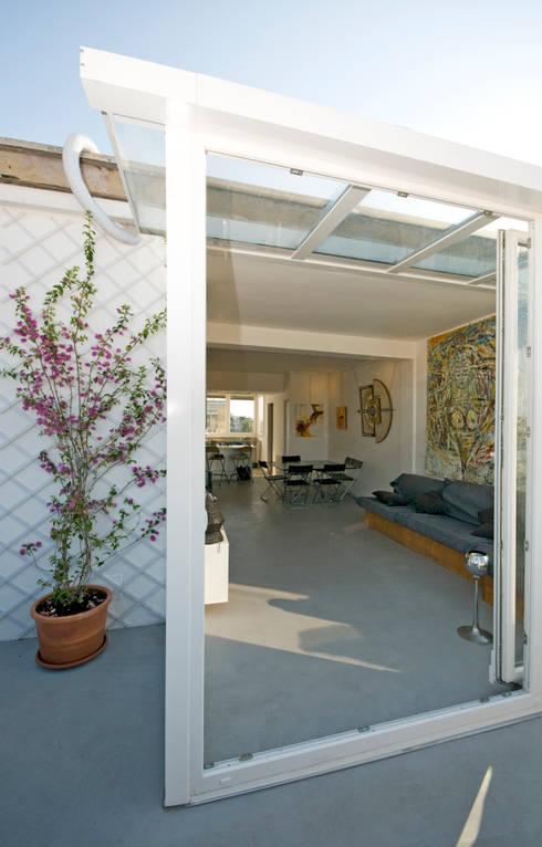 Ristrutturazione di un appartamento in Roma – 70 mq: Terrazza in stile  di Fabiola Ferrarello architetto