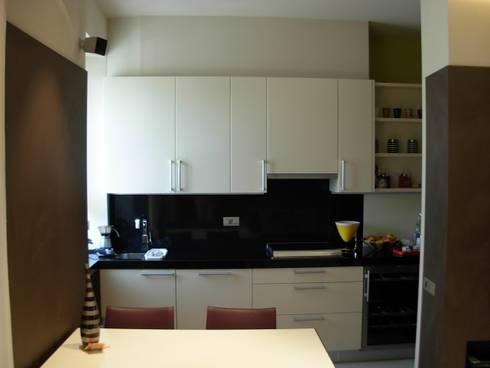 Casa AZ:  in stile  di Progetti d'Interni e Design