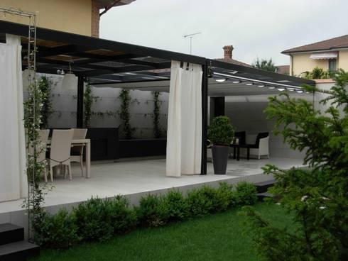 Giardino privato:  in stile  di Progetti d'Interni e Design