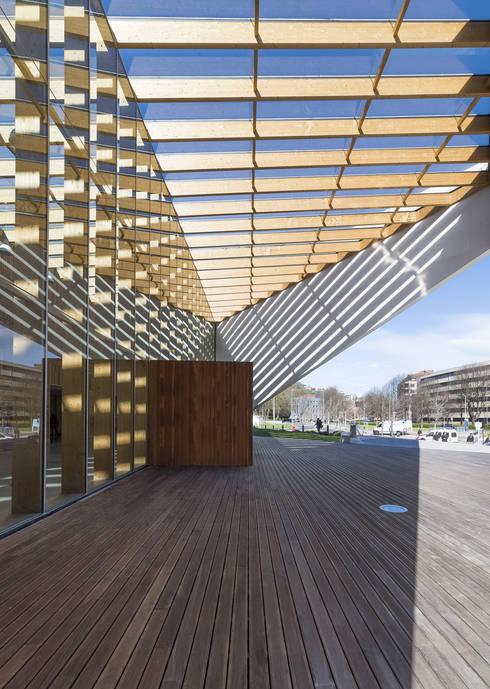 Acceso: Escuelas de estilo  de JAAM sociedad de arquitectura