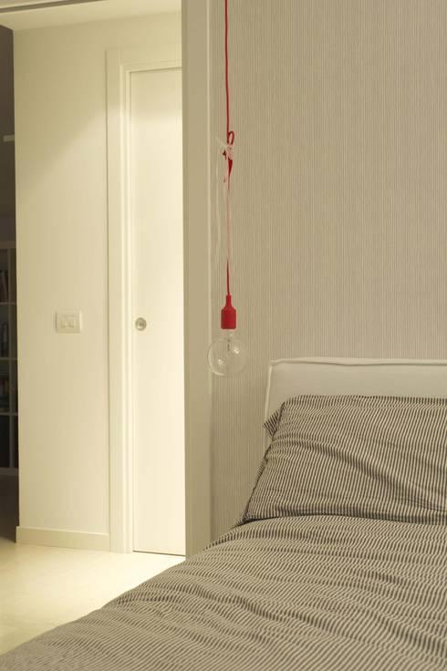 nordica: Camera da letto in stile in stile Scandinavo di bloom graficamentearchitettato