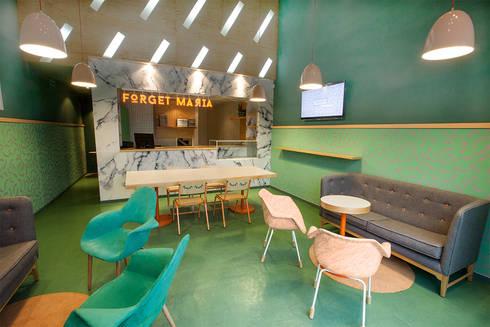 Forget Maria : Salas de estilo ecléctico por A-G