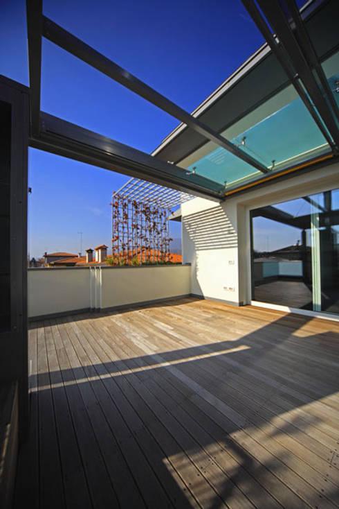 Terrazas de estilo  de Massimo Vallotto Architetto