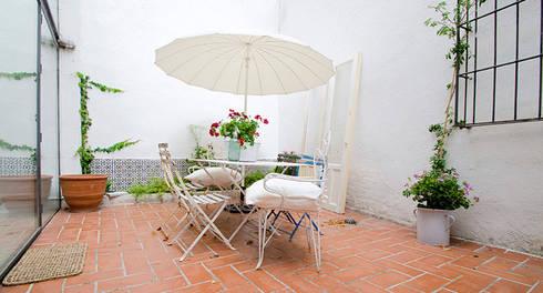 relax en atocha: Terrazas de estilo  de Make sense studio