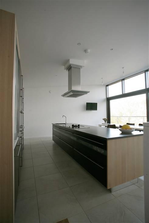 Wenge & Ferrara Oak Kitchen: modern Kitchen by Arlington Interiors