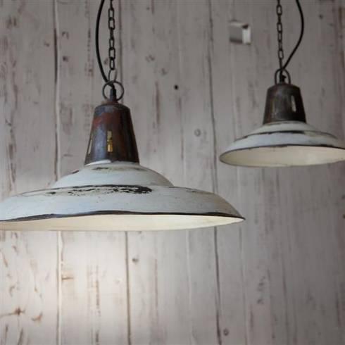 Shimla pendant lamp: industrial Kitchen by Decorum