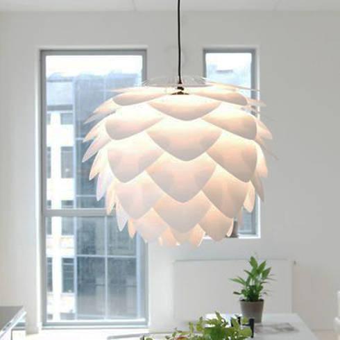 Silvie lampshade: modern Kitchen by Decorum