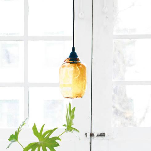 Blown glass lamp shade: industrial Kitchen by Decorum